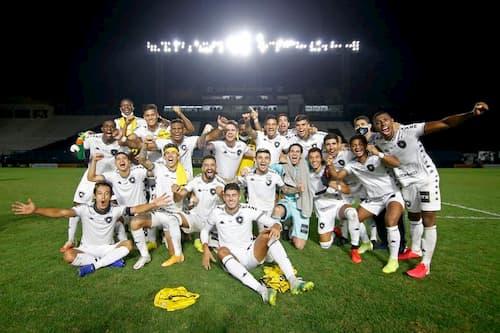 勝利を喜ぶボタフォゴの選手たち