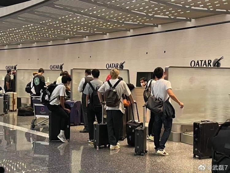 搭乗する日本代表選手たち1